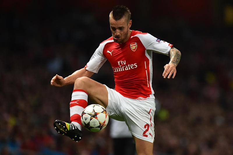 Arsenal's Mathieu Debuchy controls the ball during their UEFA Champions League qualifying round play-off match against Besiktas, in London, on August 27, 2014 (AFP Photo/Ben Stansall)
