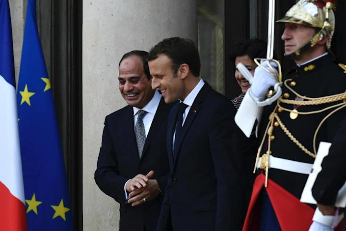 French President Emmanuel Macron leads Egyptian President Abdel Fattah al-Sisi at the Elysee Palace in Paris on October 24, 2017 (AFP Photo/Philippe LOPEZ )