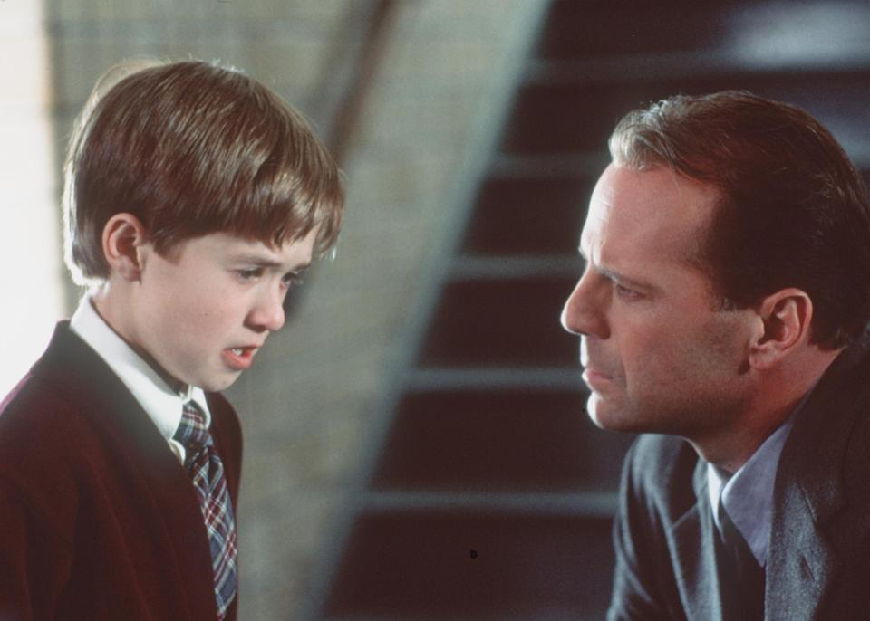 """382325 01: Bruce Willis Stars As Child Psychologist Dr. Malcolm Crowe And Haley Joel Osment (L) Stars As Cole Sear Who Has A Dark Secret In """"The Sixth Sense.""""  (Photo By Getty Images)"""