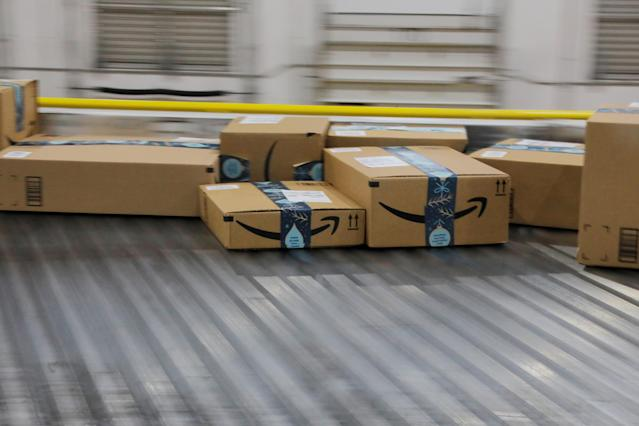 El periódico The Wall Street Journal mostró que es posible vender en Amazon productos sacados del basurero. (Reuters)
