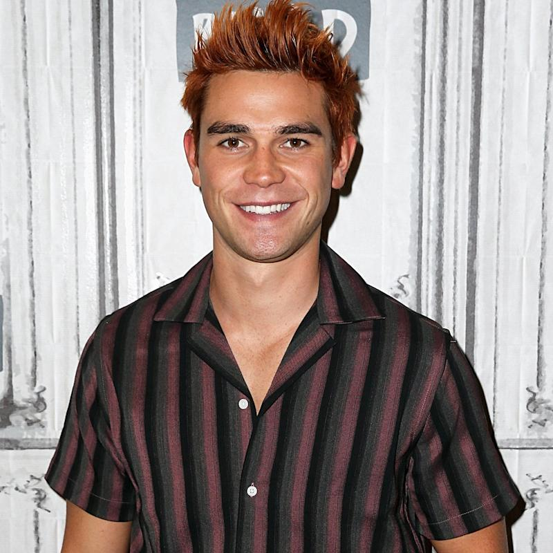 KJ Apa and Britt Robertson Spark Dating Rumors With PDA-Filled Outing at Comic-Con
