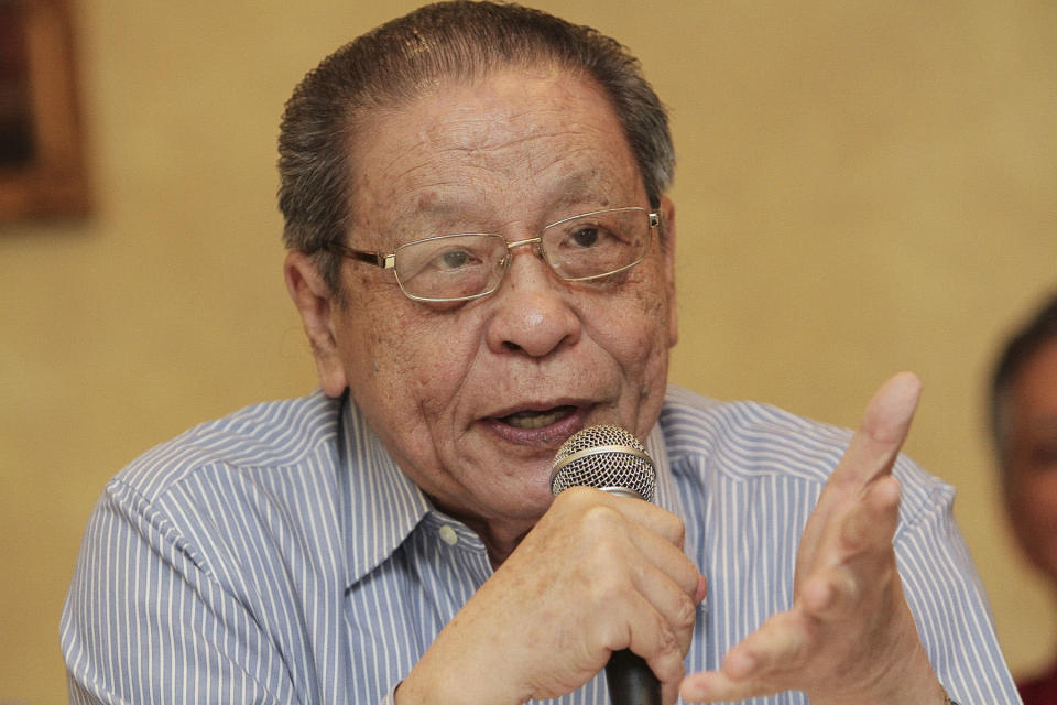 DAP's Lim Kit Siang noted that the parliamentary order paper for the meeting starting on Monday provided no opportunity for members of parliament to vote on each minister's presentation following debate. — Picture by Yusof Mat Isa