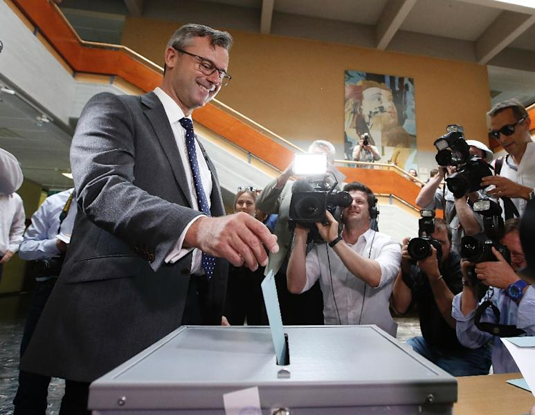 Austrian Freedom Party (FPOe) candidate Norbert Hofer casts his ballot during the second round of Austrian President elections on May 22, 2016 in Pinkafeld (AFP Photo/Dieter Nagl)