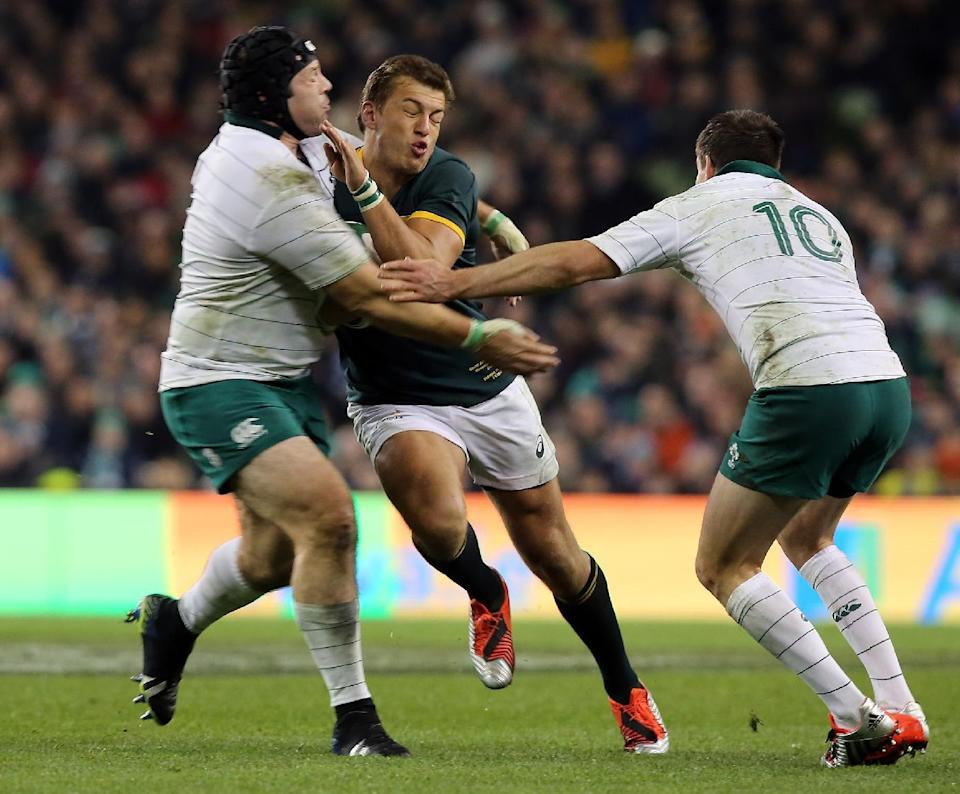 South Africa's Jan Serfontein (2nd L) is tackled by Ireland's Mike Ross (L) and Jonathan Sexton during their Autumn International rugby union Test match, at the Aviva Stadium in Dublin, on November 8, 2014 (AFP Photo/Paul Faith)