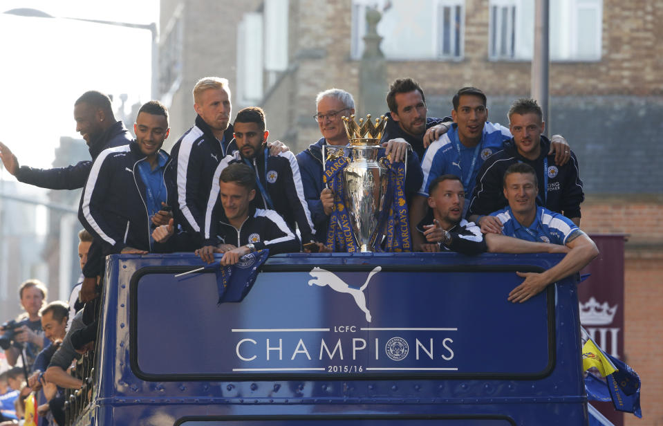 Britain Football Soccer - Leicester City - Premier League Title Winners Parade - Leicester City - 16/5/16  Leicester City manager Claudio Ranieri, Wes Morgan, Danny Simpson, Kasper Schmeichel, Riyad Mahrez, Andy King, Christian Fuchs, Danny Drinkwater, Leonardo Ulloa, Robert Huth and Jamie Vardy with the trophy on the bus during the parade  Reuters / Phil Noble   Livepic  EDITORIAL USE ONLY.