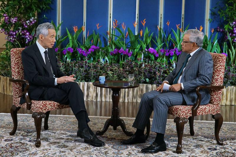 Prime Minister Lee Hsien Loong with Ho Meng Kit, CEO of the Singapore Business Federation, at the recording for the APEC CEO Dialogues 2020
