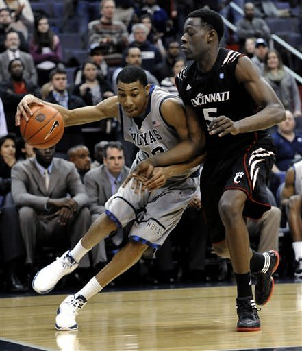Georgetown's Otto Porter, left, tries to drive baseline against the defensive pressure of Cincinnati's Justin Jackson during second half of an NCAA college basketball game, Monday, Jan. 9, 2012, in Washington. Cincinnati defeated Georgetown 68-64. (AP Photo/Richard Lipski)