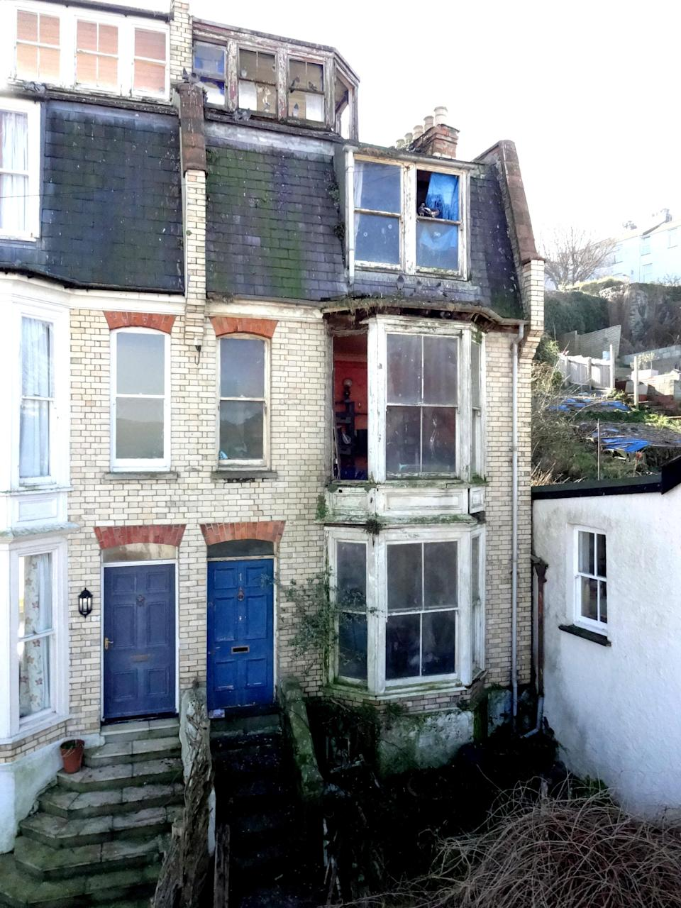 The exterior of the house is also in a less than desirable state but that didn't put bidders off as the price was driven to £100,000. (SWNS)