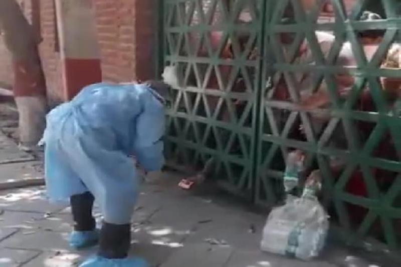 Water and Biscuits Tossed From Outside Shut Gates of Agra Quarantine Centre, Video is Viral