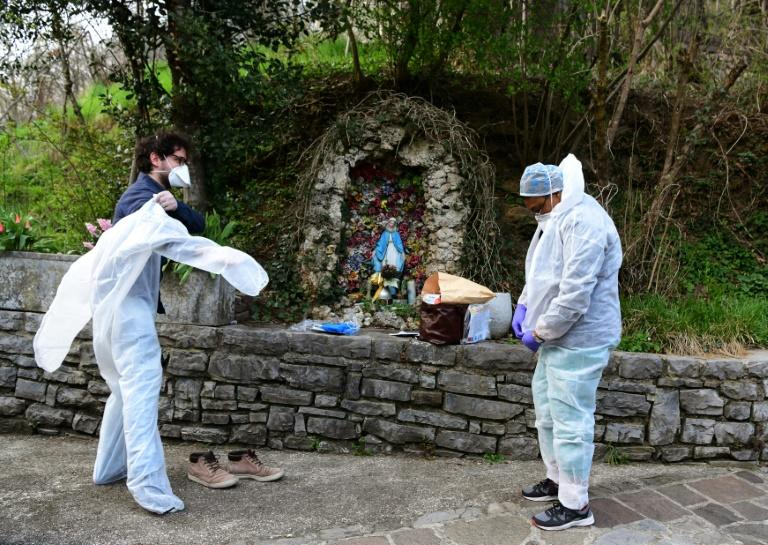 Italy recorded almost 1,000 deaths from the virus on Friday, the worst one-day toll anywhere around the world since the pandemic began (AFP Photo/Piero CRUCIATTI)