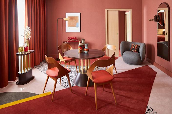 Nestled on the top floor of the hotel, the 16 suites—each spread over 70 square meters—give tribute to the Milanese neo-retro spirit with Louis Paolozzi's 1950s chairs (which were sourced in Italy).