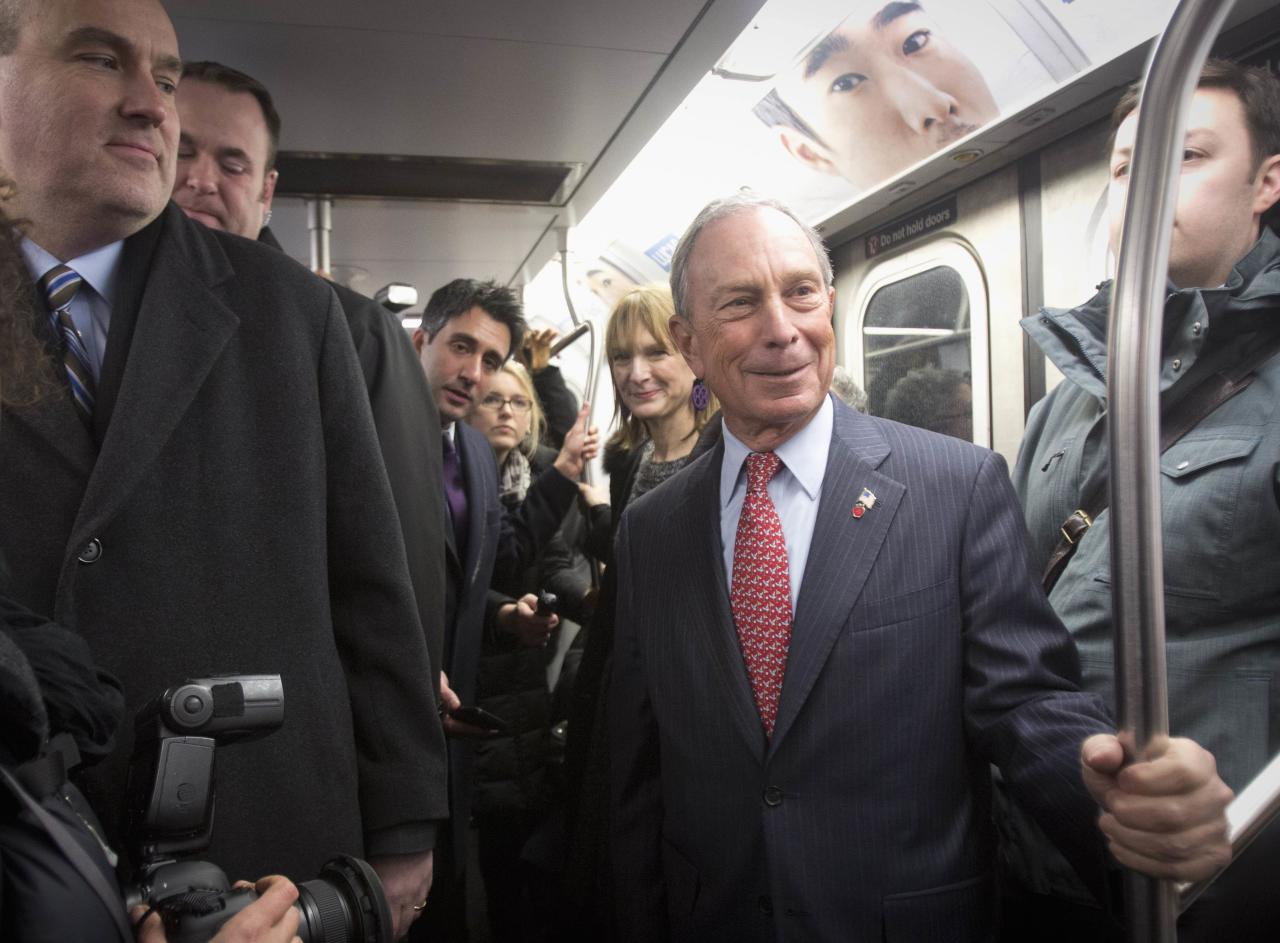 Outgoing mayor Michael Bloomberg rides the subway after he left City Hall for last time as Mayor of New York, on New Year's Eve in New York, December 31, 2013. Bloomberg rode the subway home to his Upper East Side home. REUTERS/Carlo Allegri (UNITED STATES - Tags: SOCIETY ANNIVERSARY POLITICS)