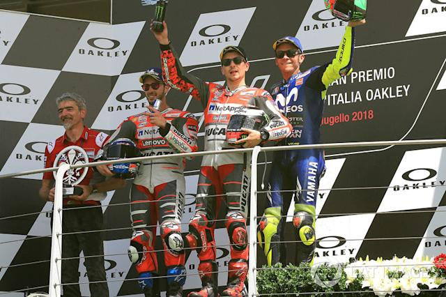 "Podio: 1º Jorge Lorenzo, 2º Andrea Dovizioso, 3º Valentino Rossi <span class=""copyright"">Gold and Goose / Motorsport Images</span>"