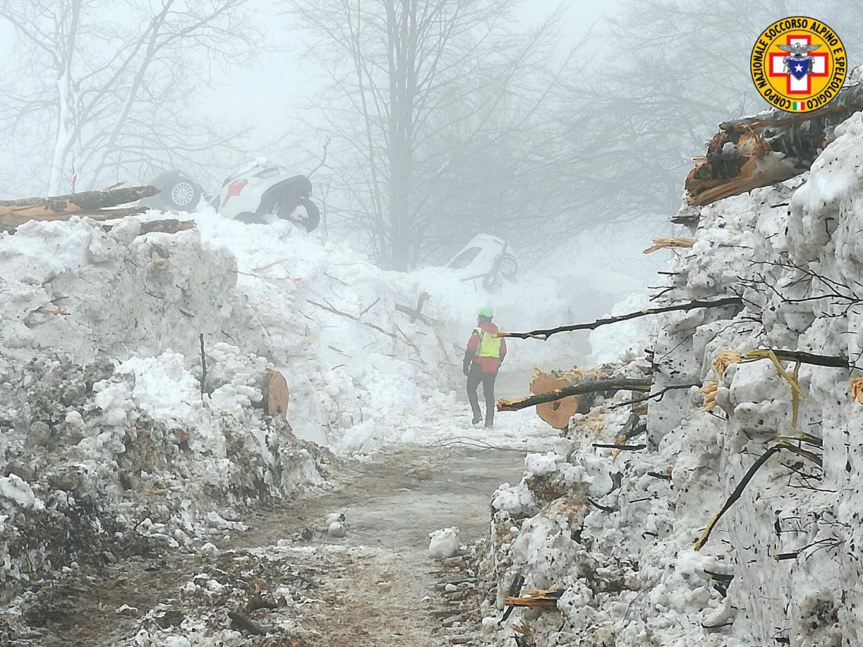 Rescue workers inspect a cleared road by the site of the avalanche-buried Hotel Rigopiano in Farindola, central Italy, hit by an avalanche, in this undated picture released on January 24, 2017 provided by Alpine and Speleological Rescue Team. Soccorso Alpino Speleologico Lazio/Handout via REUTERS ATTENTION EDITORS - THIS IMAGE WAS PROVIDED BY A THIRD PARTY. EDITORIAL USE ONLY. NO RESALES. NO ARCHIVE.     TPX IMAGES OF THE DAY