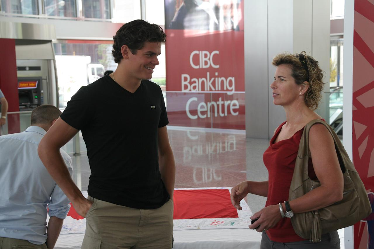 Milos Raonic chats with a fan at Commerce Court in Toronto. (Photo Courtesy Alex Jones Photography)