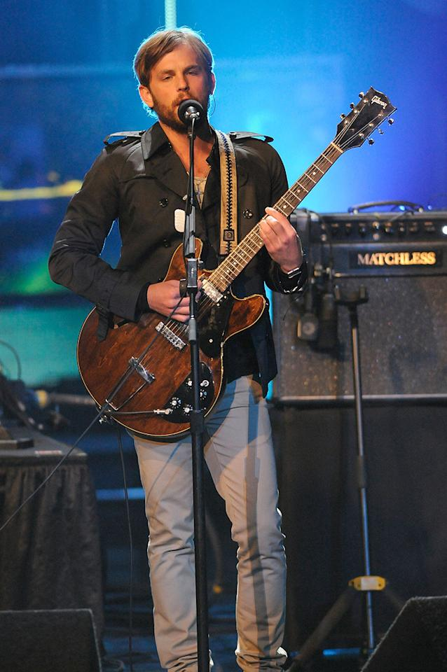 The Kings of Leon perform during the 18th Annual MTV Movie Awards - 05/31/2009