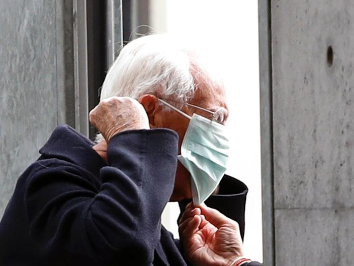 Designer Giorgio Armani puts on a face mask as he arrives at the venue of his Autumn/Winter 2020 collection fashion show during Milan Fashion Week in Milan, Italy, February 23, 2020.