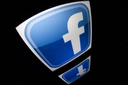 Facebook boosts mobile, gets lukewarm response