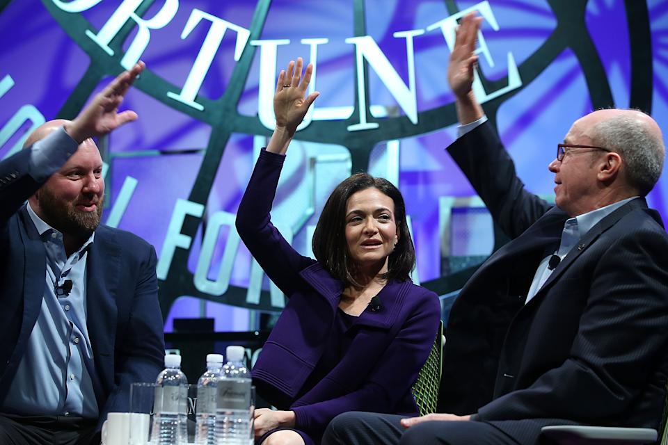 SAN FRANCISCO, CA - NOVEMBER 03:  Facebook COO Sheryl Sandberg (C) and Andreesen Horowitz partner Marc Andreesen (L) speak with Alan Murray of Fortune Magazing during the Fortune Global Forum on November 3, 2015 in San Francisco, California. Business leaders are attending the Fortune Global Forum that runs through November 4.  (Photo by Justin Sullivan/Getty Images)