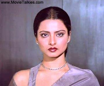 As a rape survivor housewife who is nurtured back to normal life by her supportive husband, Rekha lends credibility to her character's pain and trauma through her performance. Some of Lata Mangeshkar's most memorable melodies like 'Tere bina jiya jaye na' and 'Aaj kal paaon zameer par' were picturised on her.