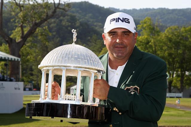 Angel Cabrera of Argentina holds the trophy after winning the Greenbrier Classic at the Old White TPC on July 6, 2014 in White Sulphur Springs, West Virginia (AFP Photo/Todd Warshaw)