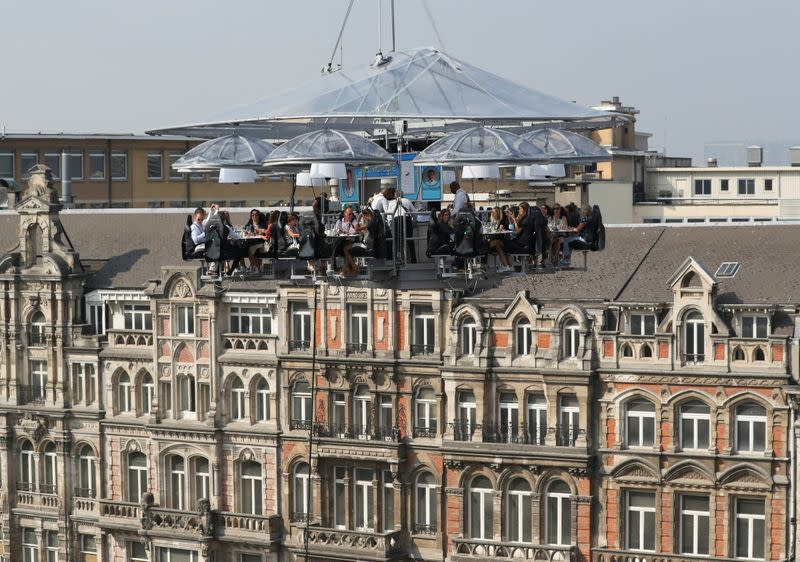 Fifty metres up and two apart - Belgium's dinner-in-the-sky relaunches