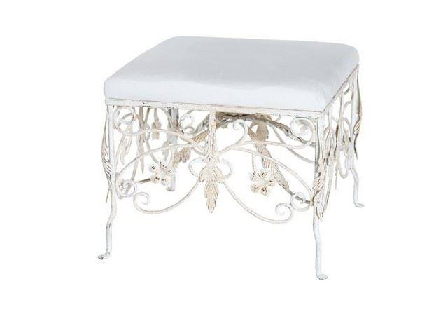 An ottoman used for Kardashian's nuptials has an estimated value of $100 to $1,000. (Photo: Premiere Props)