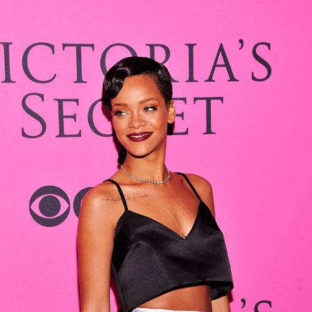 Rihanna spends Thanksgiving with Brown