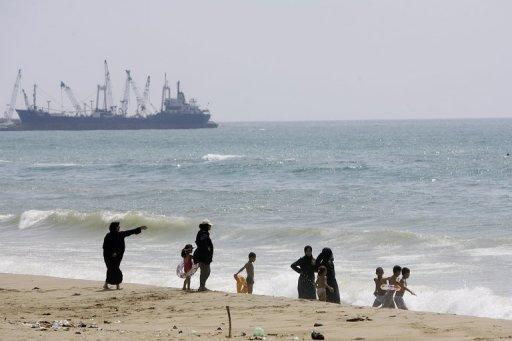 Lebanese families at the seaside in the southern city of Sidon on Wednesday. American businesses are urging the United States to ratify the UN Law of the Sea Treaty, saying it is needed to boost crucial domestic energy production and end China's near-monopoly on rare earths