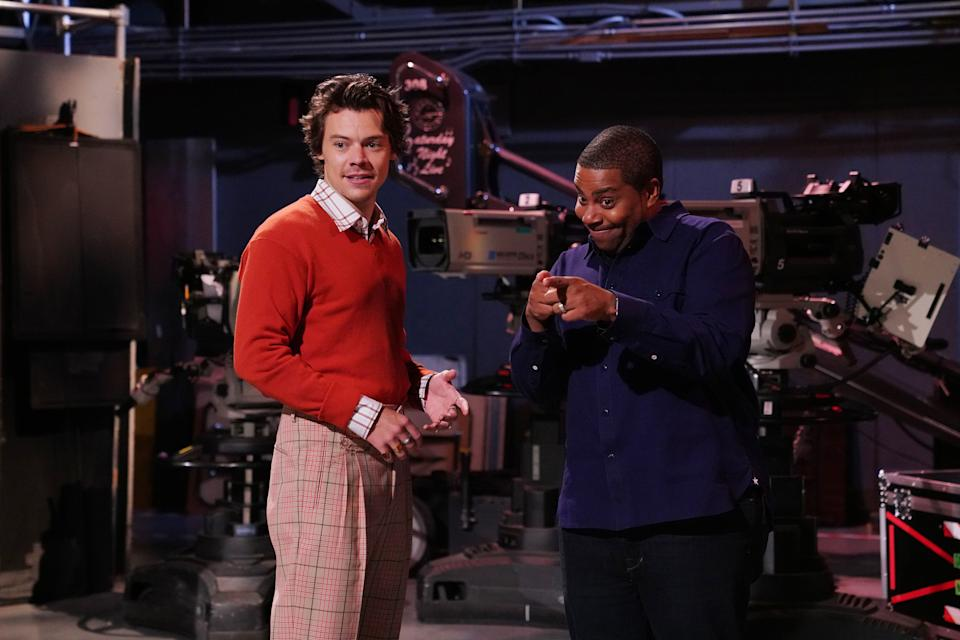 """Harry Styles wears plaid trousers on """"Saturday Night Live."""" (Credit: Getty Images"""
