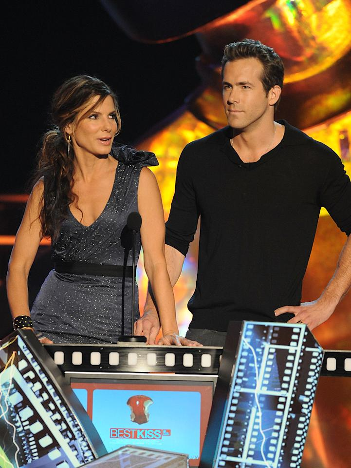 """<a href=""""http://movies.yahoo.com/movie/contributor/1800018970"""">Sandra Bullock</a> and <a href=""""http://movies.yahoo.com/movie/contributor/1800025139"""">Ryan Reynolds</a> present the award for Best Kiss during the 18th Annual MTV Movie Awards - 05/31/2009"""
