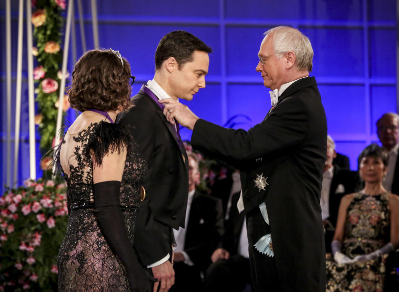 """FILE - This photo provided by CBS shows Mayim Bialik, left, and Jim Parsons, center, receiving the Nobel Peace Prize in a scene from the series finale of """"The Big Bang Theory.""""  (Michael Yarish/CBS via AP)"""