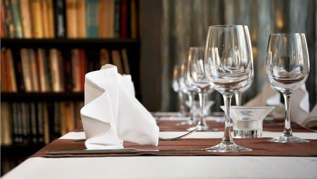 Une table dressée (photo d'illustration) - Unique Hotels - Flickr