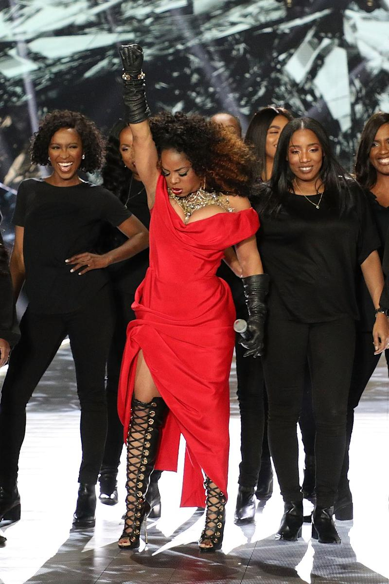 This Soul Singer Brought A Choir To The Victoria S Secret Runway