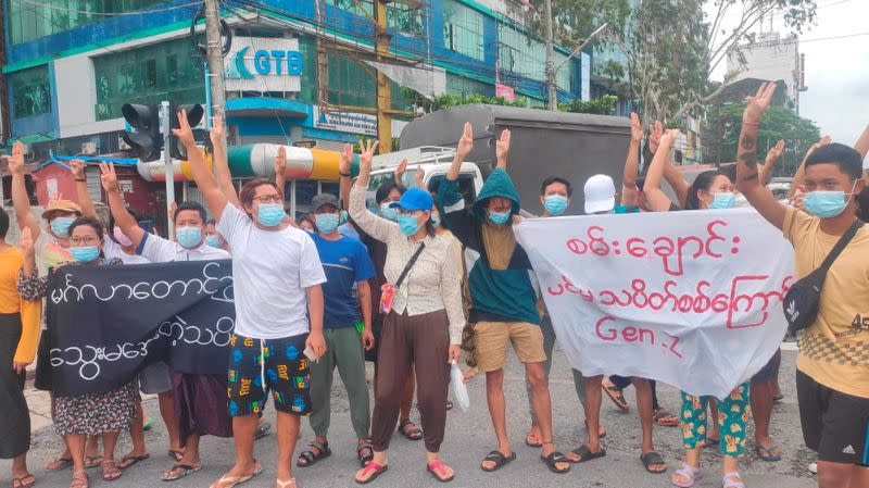 Flash protest in solidarity with the Mandalay People's Defence Force, in Yangon