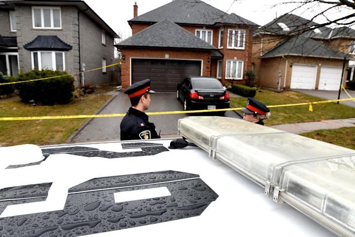 Police officers wait for a search warrant in front of the home of Alek Minassian, in Richmond Hill, Ontario, Canada, April 25, 2018.   REUTERS/Saul Porto