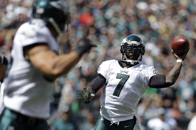 Philadelphia Eagles' Michael Vick, right, passes to James Casey during the first half of an NFL football game against the San Diego Chargers, Sunday, Sept. 15, 2013, in Philadelphia. (AP Photo/Matt Rourke)