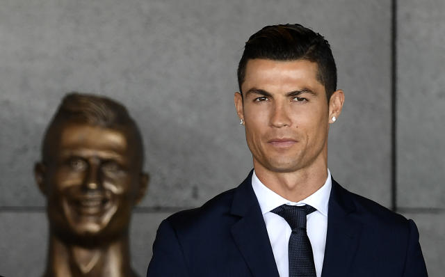 Cristiano Ronaldo at the unveiling of the original bust.