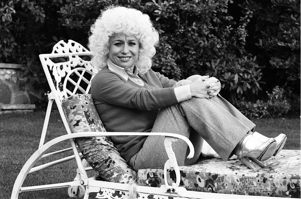 Actress Barbara Windsor at home, 19th October 1980. (Photo by Allan Olley/Daily Mirror/Mirrorpix/Getty Images)