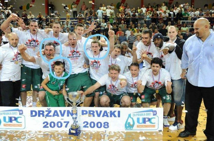 Goran Dragic celebrates a 2008 Slovenian League title with a 34-year-old Sasa Doncic and his 9-year-old son, Luka. (imgur)