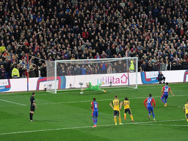 Milivojevic converts from the spot for Palace's third (Getty)