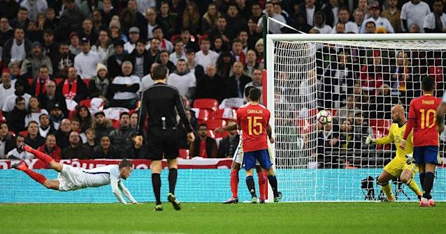 England striker Jamie Vardy's (L) dive scores his team's second goal against Spain on November 15, 2016 (AFP Photo/Justin Tallis)