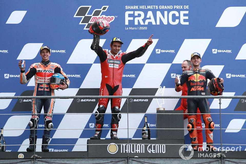 "Podio: 1º Danilo Petrucci, Ducati Team, 2º Alex Márquez, Repsol Honda Team, 3º Pol Espargaró, Red Bull KTM Factory Racing<span class=""copyright"">Gold and Goose / Motorsport Images</span>"