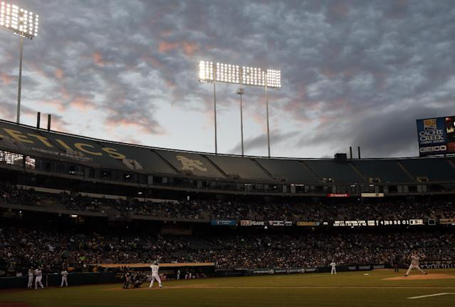 Houston Astros starting pitcher Brett Oberholtzer, right, throws to Oakland Athletics' Brandon Moss (37) during the fourth inning of a baseball game on Tuesday, July 22, 2014, in Oakland, Calif. (AP Photo)