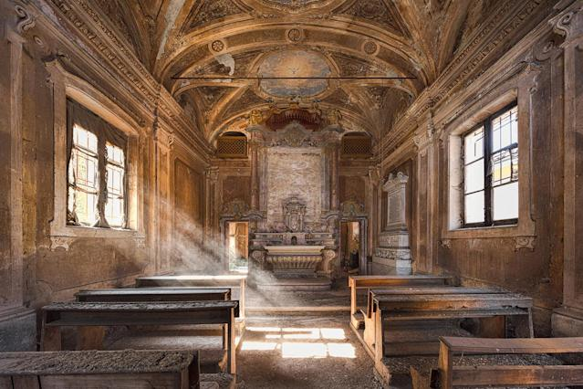 <p>Chapel that sits at the rear of a huge mansion in Italy. (Photo: James Kerwin/Caters News) </p>