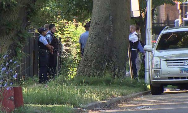PHOTO: Authorities on the scene of a shooting in Chicago, June 15, 2021. (WLS)