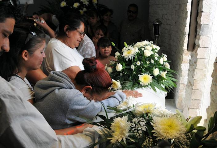 Relatives of Cristopher Raymundo Marquez Mora, 6, mourn during his funeral service in Chihuahua, Mexico on May 17, 2015 (AFP Photo/Daniel Acosta)