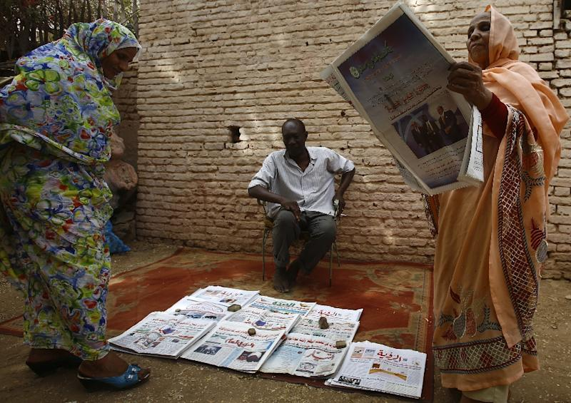 Sudanese security agents have seized the entire print-runs of three newspapers after they covered food price protests in Khartoum and other towns, their editors said