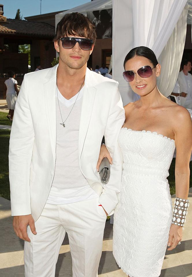 """Sexy couple alert! Ashton Kutcher and Demi Moore attend Sean """"Diddy"""" Combs' annual White Party in Beverly Hills. Jason Merritt/<a href=""""http://www.gettyimages.com/"""" target=""""new"""">GettyImages.com</a> - July 4, 2009"""