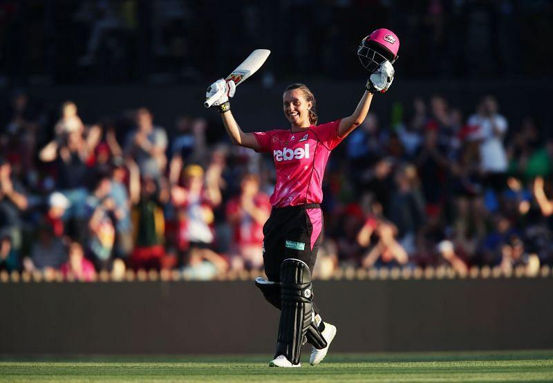 Ashleigh Gardner of the Sydney Sixers in action.